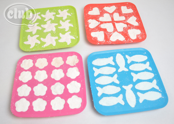 homemade bath bombs in silicone molds @clubchica