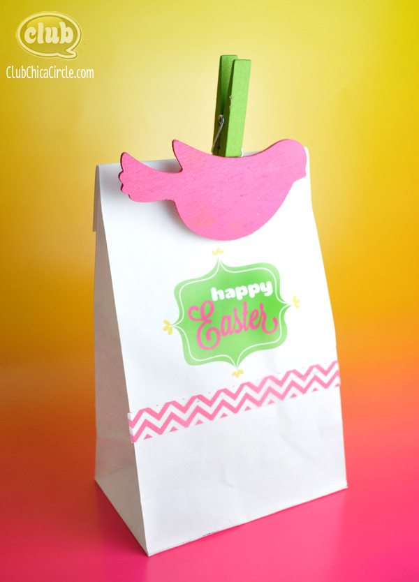 This is a tutorial on how to make these cute Easy DIY Easter Bunny Gift Bags. Need a clever, easy Easter Bunny Craft idea? How about making these fun Easy DIY Easter Bunny Gift Bags? Turn a paper bag in to these cute little bunny butts. They are perfect little Easter gift bags for classmates, Sunday School, family, and friends.