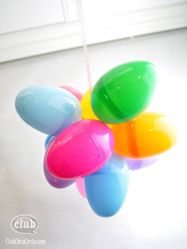Plastic Easter Egg craft idea @clubchicacircle