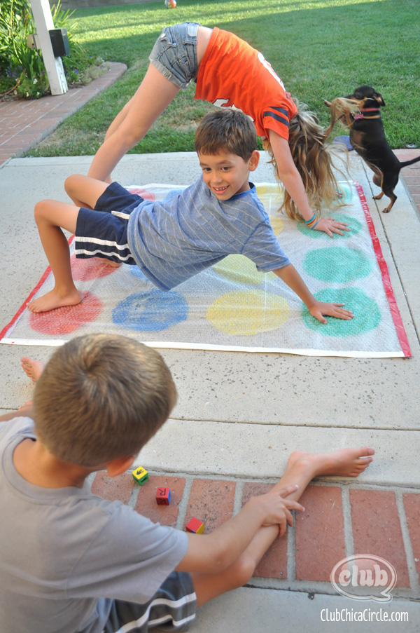 Bubble Wrap homemade Twister Game @clubchicacircle