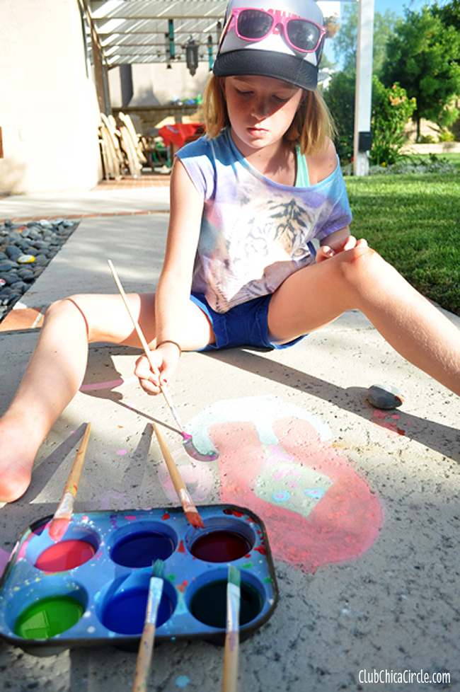 sidewalk chalk painting with tweens
