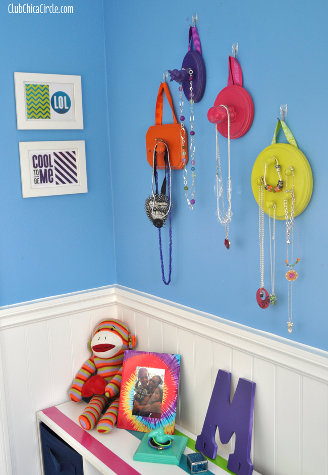 Upcycled Toy Hanging Jewelry Organizers Craft DIY | Club Chica Circle ...