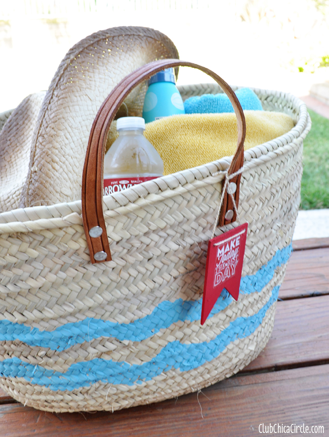 Chevron decorated beach bag craft idea