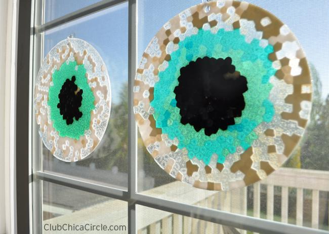 Eyeball Halloween suncatchers craft idea