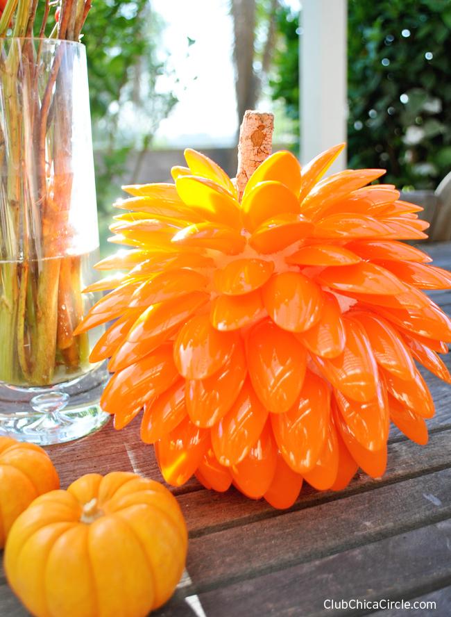 Fall Pumpkin Craft Idea for Fall table