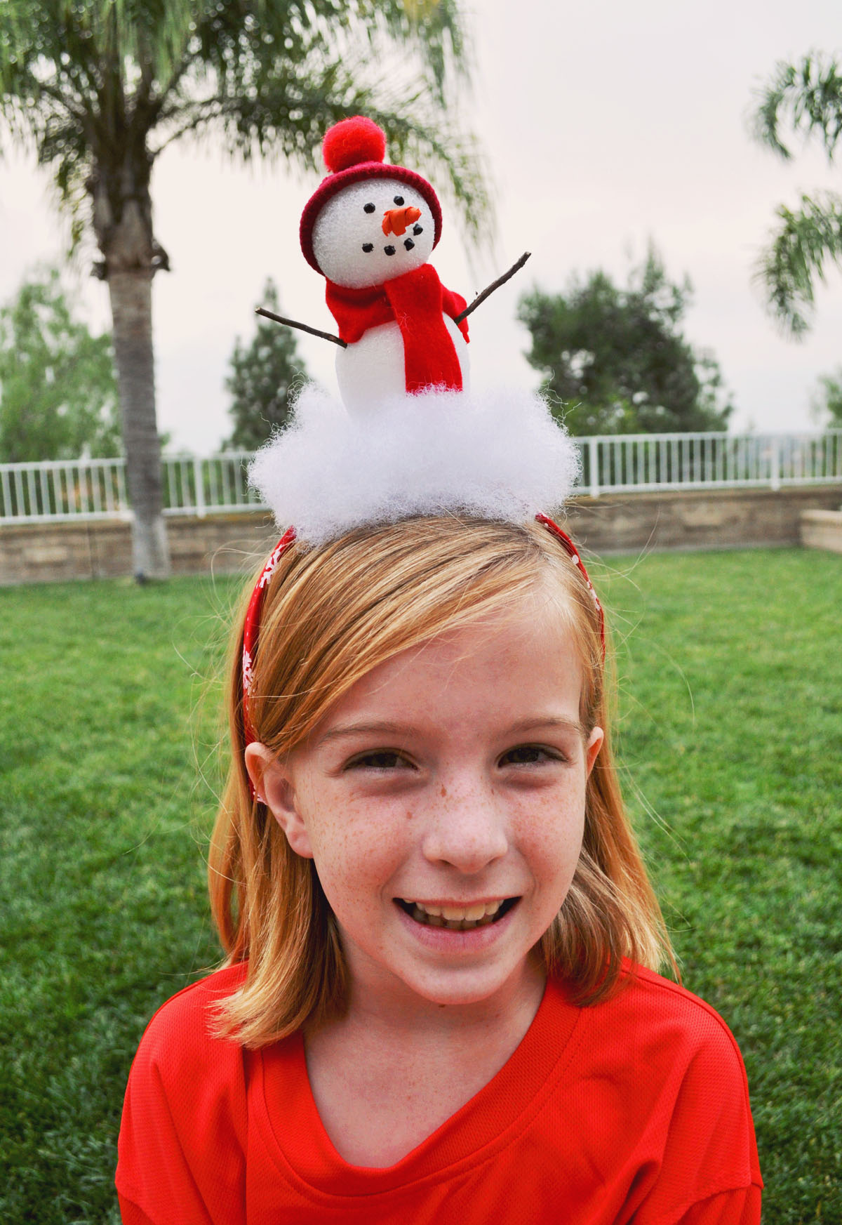 Turn heads with this adorable snowman headband (pun intended) - #CraftyisContagious