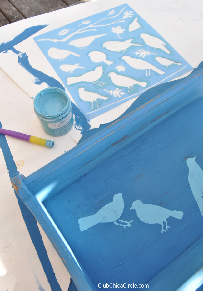 upcycled shelf DIY with bird stencils @clubchicacircle