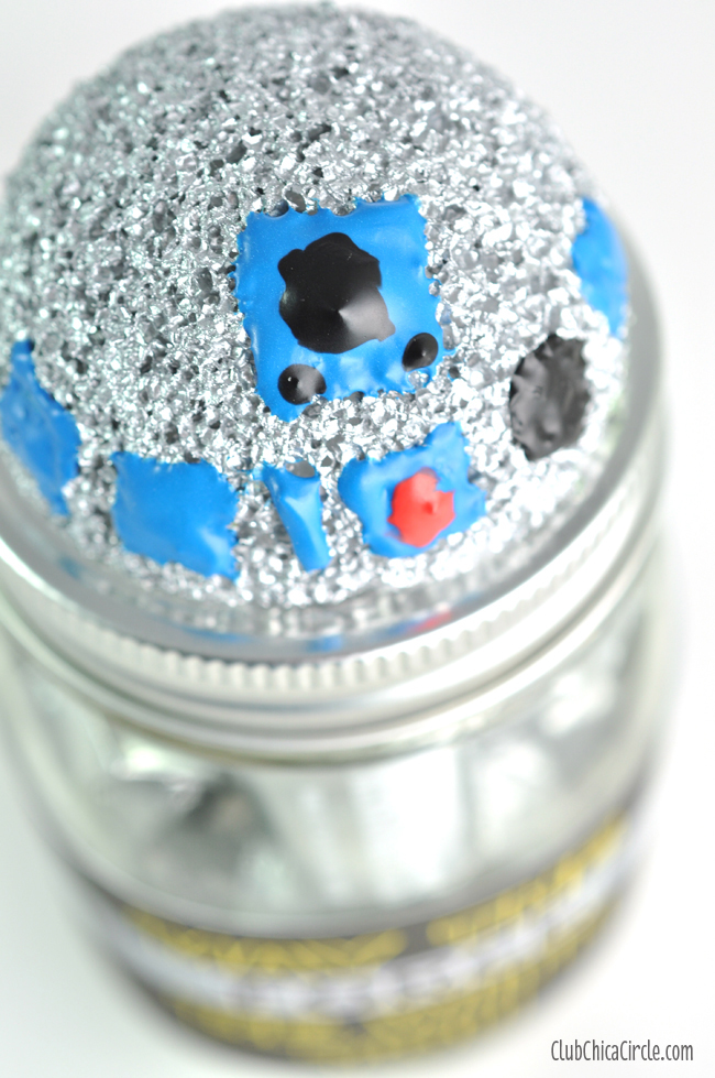 R2D2 homemade craft idea for kids - star wars inspired