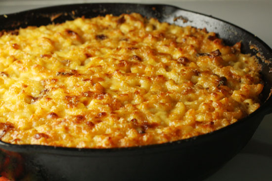 Macheesmo.com Cast Iron Mac and Cheese