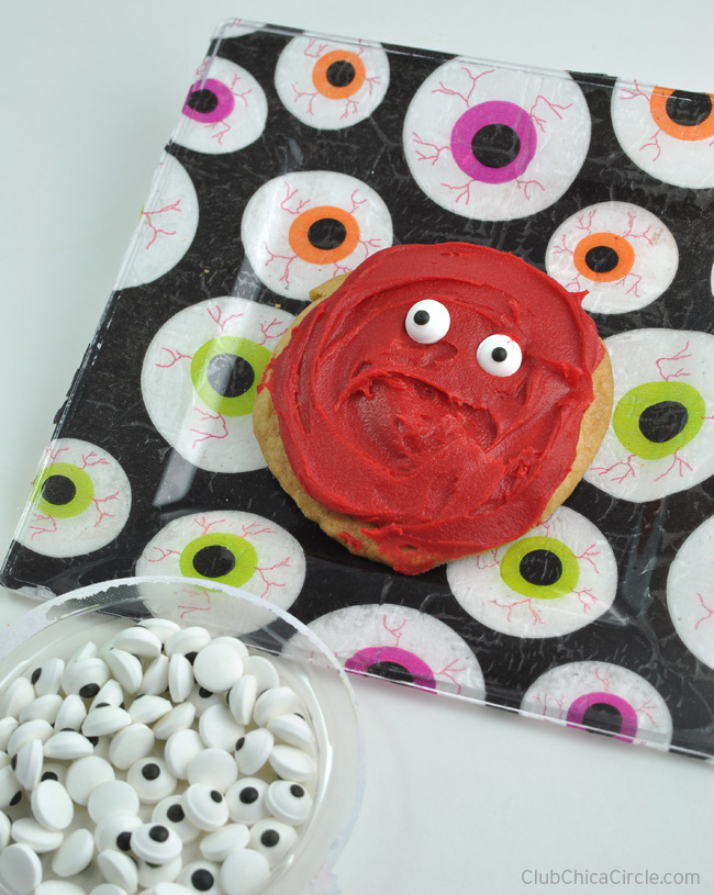 eyeball cookies on eyeball party plate diy