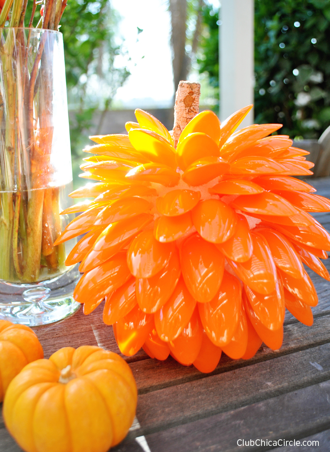 Fall Pumpkin Craft Idea for Fall table